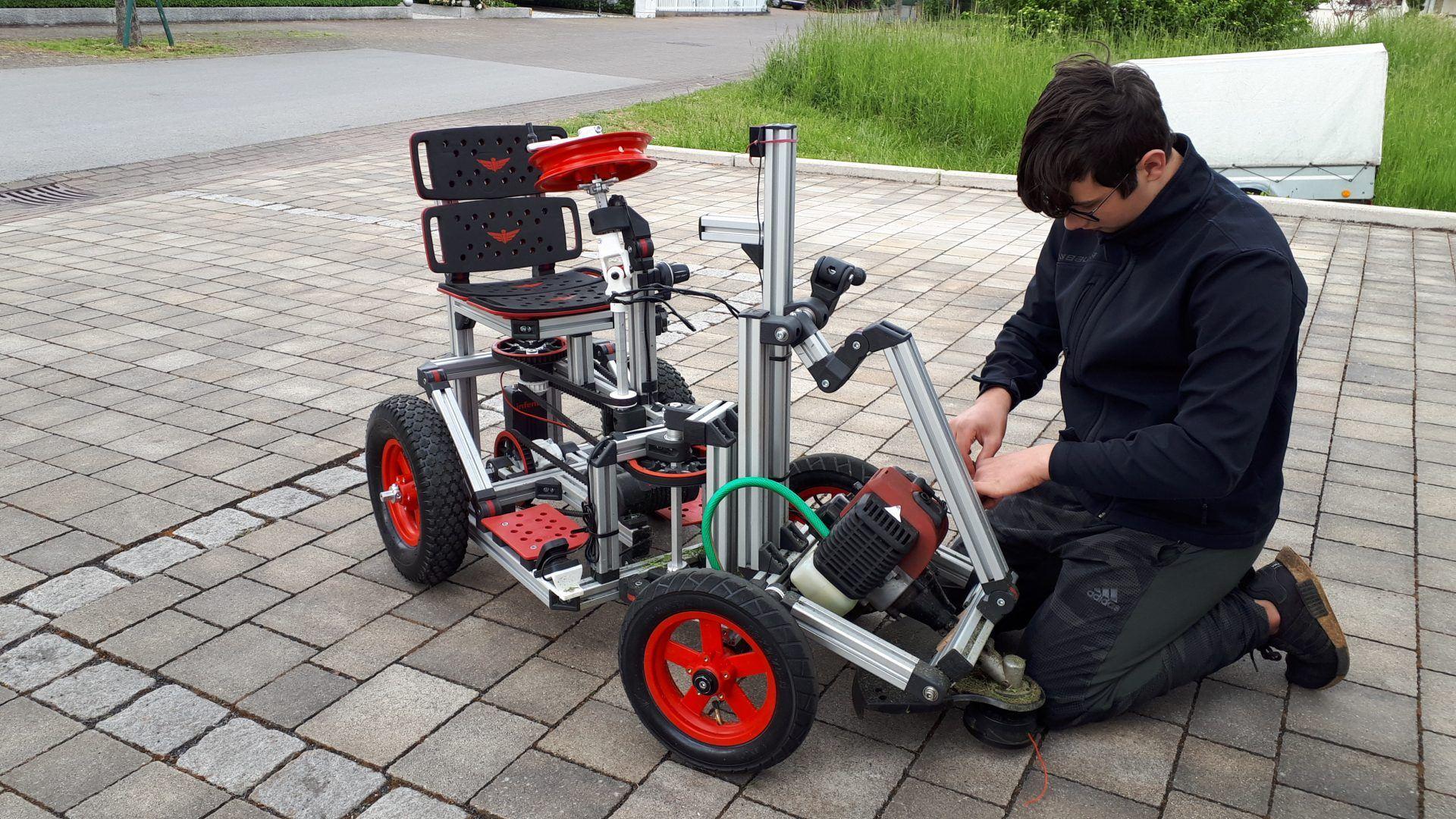 boy building Infento kit